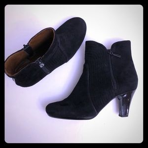 CLARKS Artisan Sz 7.5 Suede High Heel Ankle Boots
